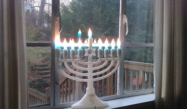 hanukkah-candles-safety-electric-menorah_60279b8292f73981962e7408dd434179_3x2_jpg_600x400_q85