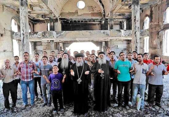Cristãos coptas no Egito: comunidade milenar sofre com discriminação e incêndio de igrejas
