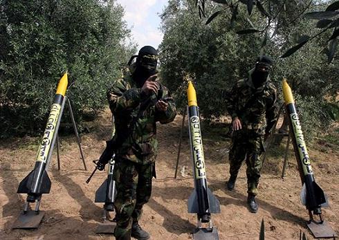 Mísseis do Hamas apontados para Israel: alvo é a população civil